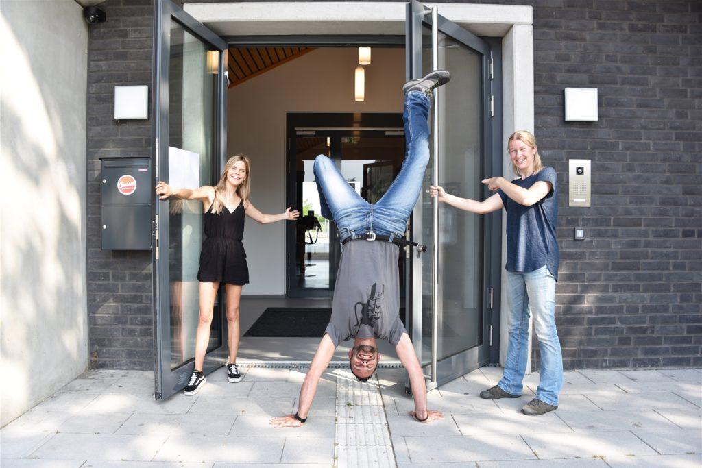 Das Team des Jugendzentrums Sunshine Carina Eller, Roger Wellmann-Tripp und Christine Ambrosi (v.l.) freut sich riesig über die Wiedereröffnung.
