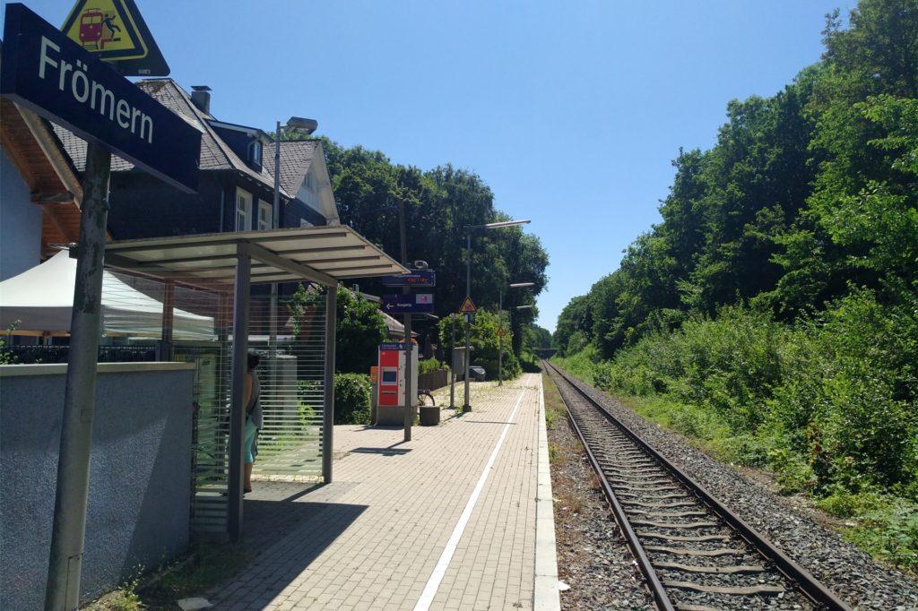 Der Haltepunkt der Regionalbahn 54 in Frömer: Die Züge nach Unna und Richtung Sauerland sehen Beckers zweimal stündlich vorbeirollen.