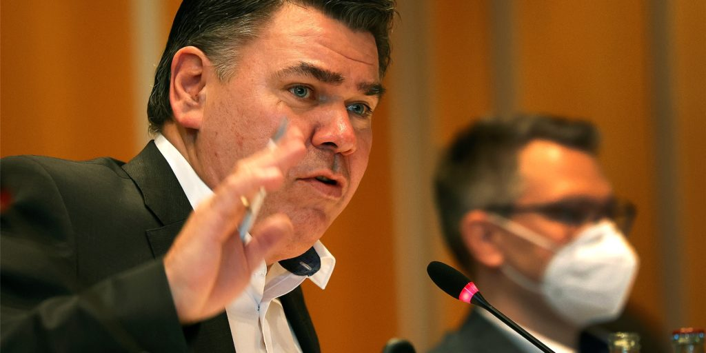 Der Kreistag bremst Landrat Mario Löhr (SPD) aus: Mit der Gründung einer Energiegesellschaft ist eines seiner prestigeträchtigsten Projekte erstmal aufgeschoben.
