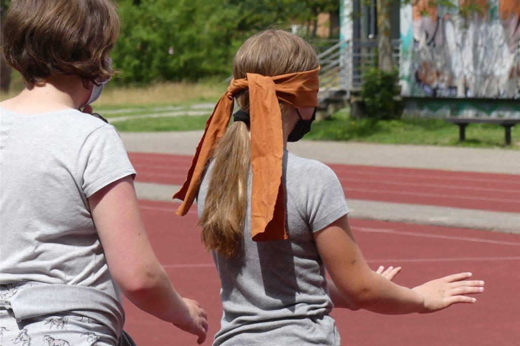 Teamarbeit: In den AGs und in Teambildungsprojekten lernen die Kinder sich kennen - und lernen, sich zu vertrauen.