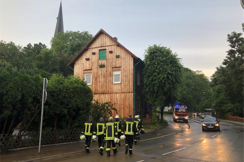Die Feuerwehr Dellwig beendet ihren Einsatz.