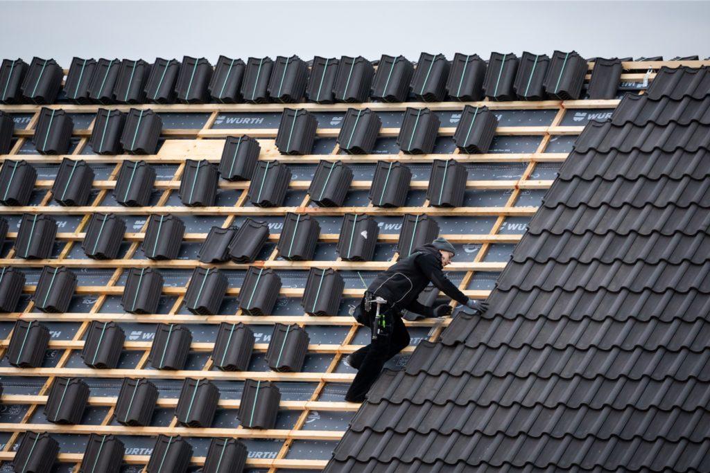 Wer eine Ausbildung zum Dachdecker beginnen möchte, hat im Kreis Unna noch gute Chancen, eine Stelle zu finden.