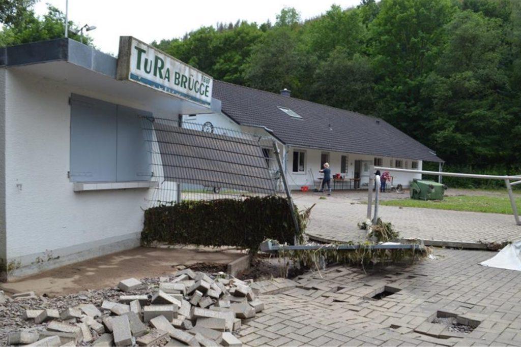 Die Sportanlage von TuRa Brügge ist durch das Hochwasser arg in Mitleidenschaft gezogen worden.