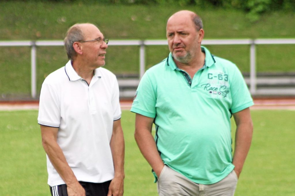 Thomas Fitzner (rechts) - hier mit Kurt Gumprich im Gespräch - engagiert sich mittlerweile beim BV 09 Hamm.