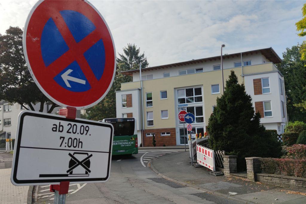 Die Hinweisschilder sind eindeutig. Ab Montag, 20. September, 7 Uhr, ist das Parken am Westring verboten.
