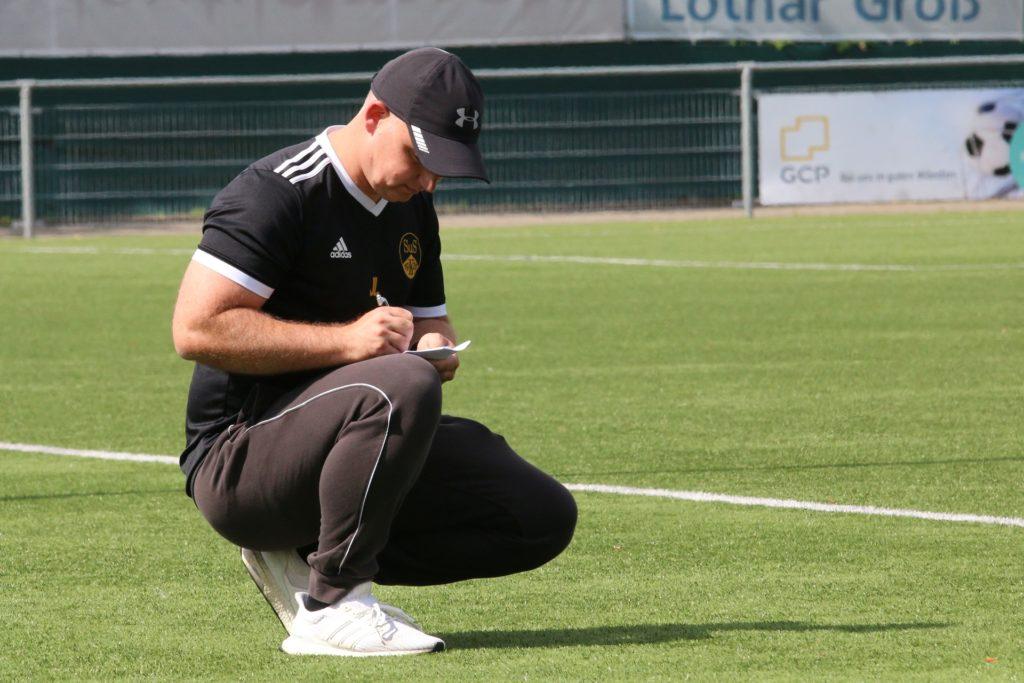 Notiert den nächsten Sieg: Jörg Lange, Coiach des Landesligisten SuS Kaiserau.